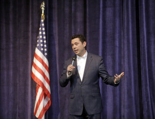 Image:Rep. Jason Chaffetz faces a hostile crowd.