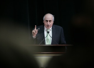 Image: Dan Glickman speaks at the ShoWest opening ceremony in Las Vegas in 2007