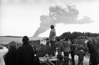 Image: Onlookers watch the bombing of the wrecked Torrey Canyon