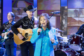 """Image: Loretta Lynn performs """"Everybody Wants to Go to Heaven"""" on TODAY"""