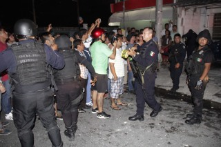 Image: Crowd attacks Russian in Mexico