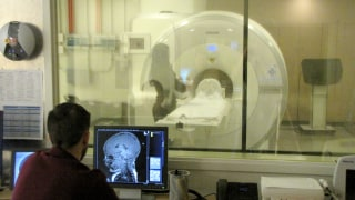 Image: An infant is being scanned during natural sleep.