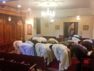 Image: Muslim men pray before the Iftar