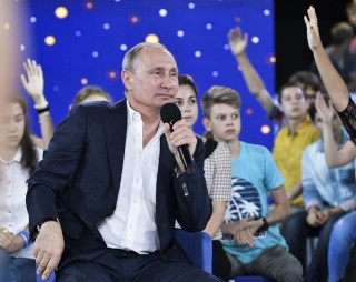 Image: Putin answers questions from schoolchildren