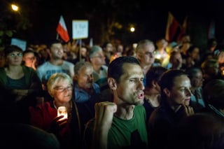 Image: Protesters in Warsaw