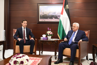 Image:Palestinian President Mahmoud Abbas, right, meets with Jared Kushner