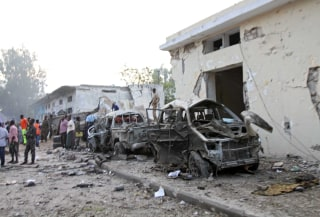 Image: Two car bombs hit Mogadishu, gunfire heard in hotel
