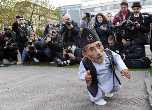 Image: World's smallest and tallest man photocall
