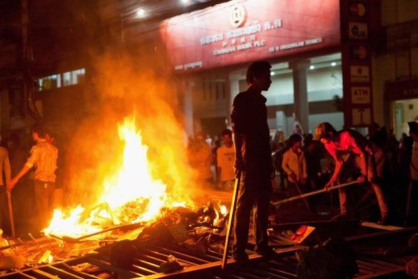 Image: Striking garment workers set up barricades in Phnom Penh.