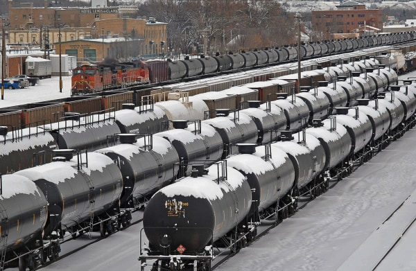 Image: Rail cars backed up after North Dakota derailment