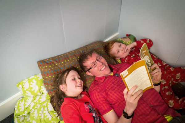 Father reads to his kids