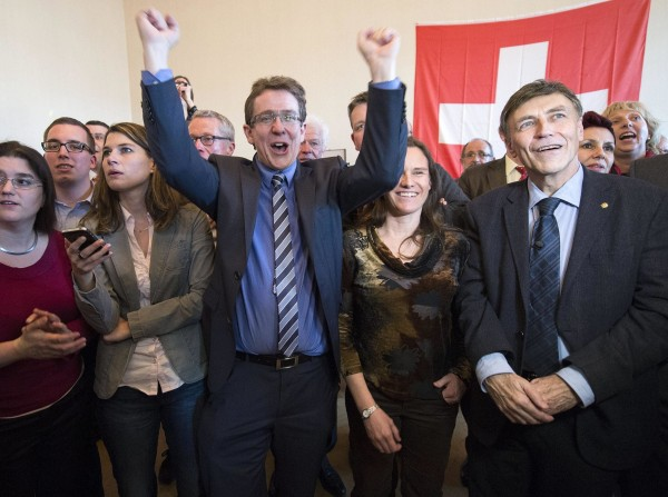 Image: Swiss approve referendum to curb immigration