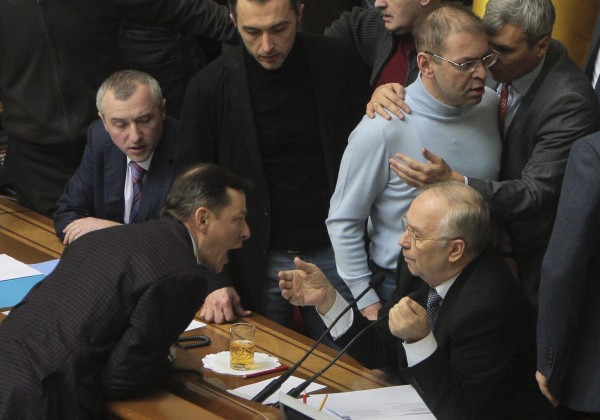 Image: Ukrainian deputies surround speaker Rybak during a session of parliament in Kiev