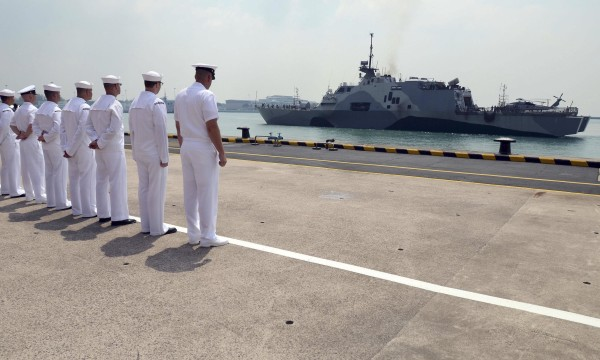 Image: U.S. Navy sailors look at the littoral combat ship USS Freedom as it arrives in Changi Naval Base