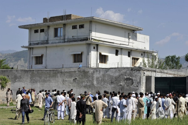 Pakistani media personnel and local resi