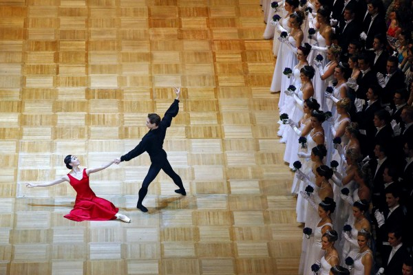 Image: Dancers of the state opera ballet perform at the Opera Ball in Vienna