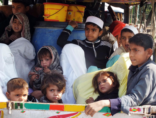 Image: Pakistanis flee military operations in North Waziristan