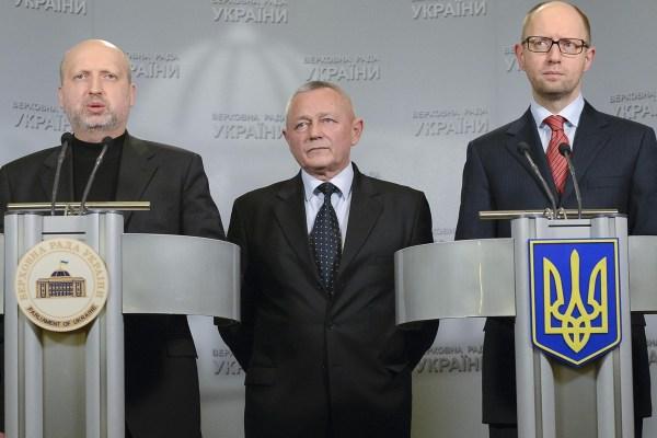 Image: Ukraine's Acting President Oleksander Turchinov, Prime Minister Arseny Yatseniuk and Defense Minister Ihor Tenyukh address journalists in Kiev