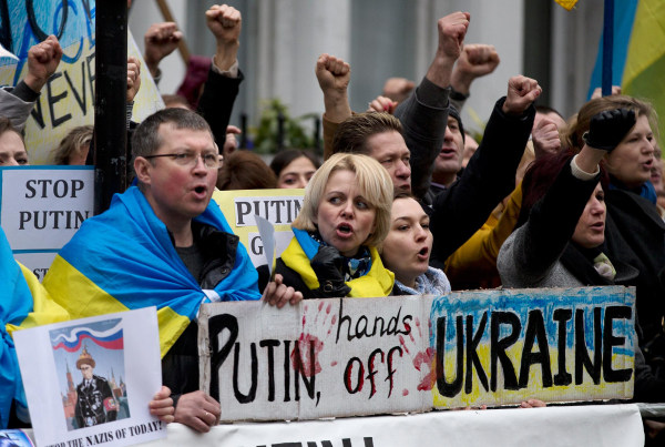 Image: Ukrainian demonstrators take part in a protest outside the Russian Embassy in London