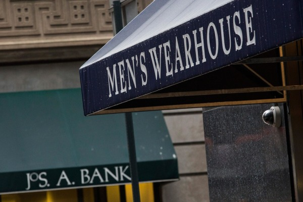 Men's Wearhouse and Jos. A. Bank may be edging closer to a deal to combine the two retailers.