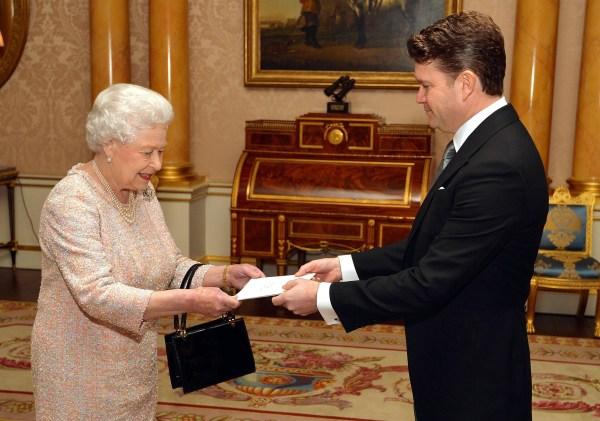 US Ambassador Matthew Winthrop Barzun presents his credentials to Britain's Queen Elizabeth II