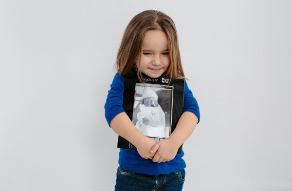 Image: Isabella Slifka, 3, holds a picture of her sister Sophia who passed away during birth. Her organs were donated by her parents.