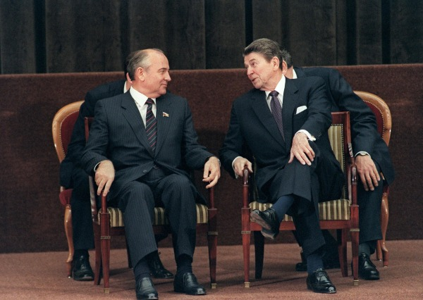 Image: Ronald Reagan and Mikhail Gorbachev in 1985
