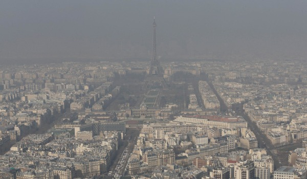 Image: The Eiffel Tower and a smoggy Paris skyline