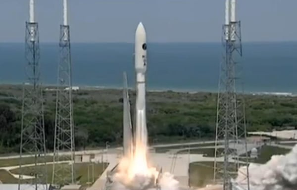 Image: Unmanned Atlas 5 rocket blasts off from Cape Canaveral with a spy satellite