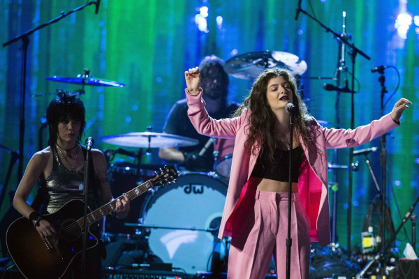 Image: Singer Lorde performs with Jett and Grohl