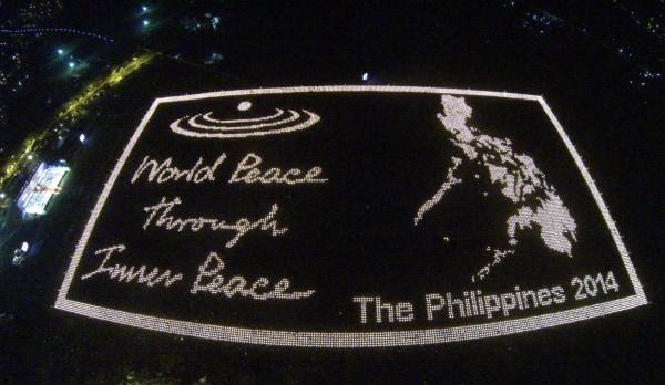Image: PHILIPPINES-ENTERTAINMENT-SYMBOL-RECORD