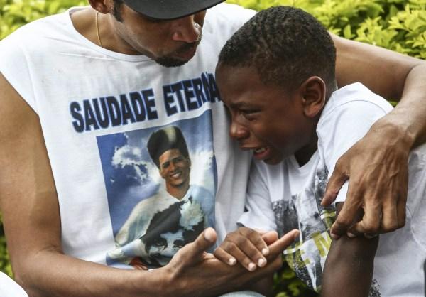 Image: Tension rises in Rio slum after death of dancer