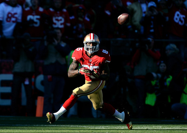 San Francisco 49ers tight end Vernon Davis (85) makes a catch during an NFL football game against the Seattle Seahawks.