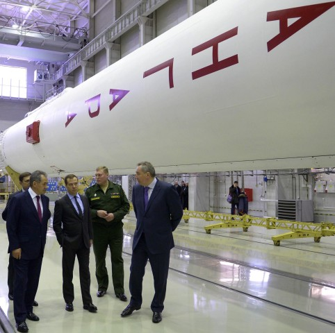 Image: Rogozin and other officials