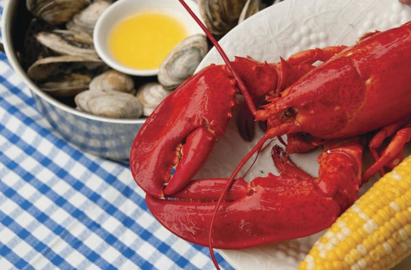 Darden Restaurants agreed to sell its Red Lobster seafood chain to private equity firm Golden Gate Capital for $2.1 billion in cash.