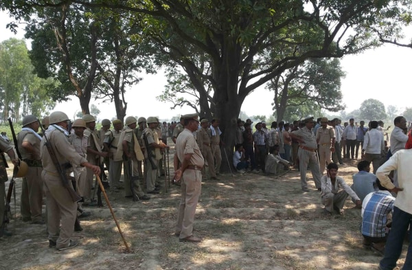 Image: Cousins gang-raped, hanged from tree in India
