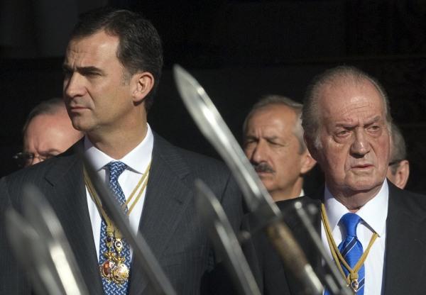 Image: Spain's Crown Prince Felipe and King Juan Carlos.