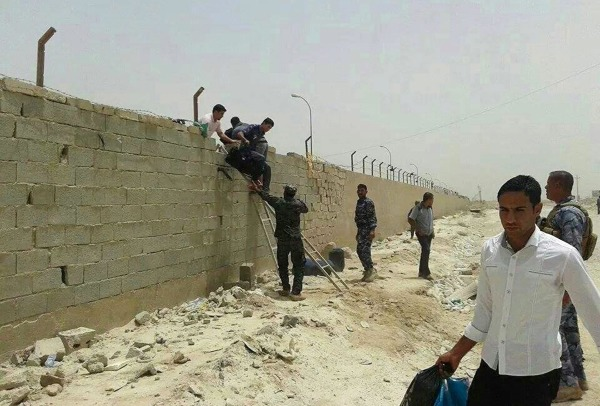 Image: Militants storm university in western Iraq
