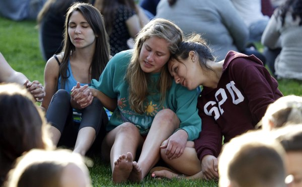Image: Students from Seattle Pacific University gather outside in a spontaneous prayer circle after a church service was full, following a shooting on the campus of the university on June 5