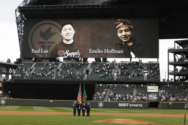 Image: Mariners tribute to Paul Lee and Emilio Hoffman