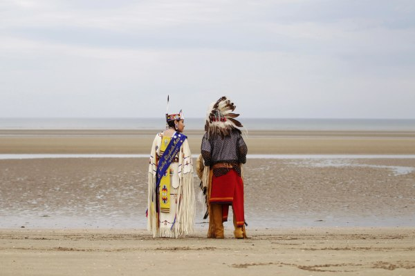 Image: Descendants of Comanche Indian soldiers prays on Utah Beach