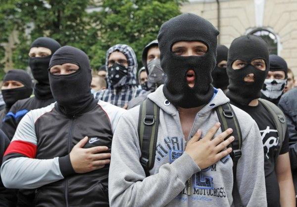 Image: People wearing balaklavas sing the national anthem during a pro-Ukrainian anti-separatist rally near Kiev Pechersk Lavra monastery, in Kiev