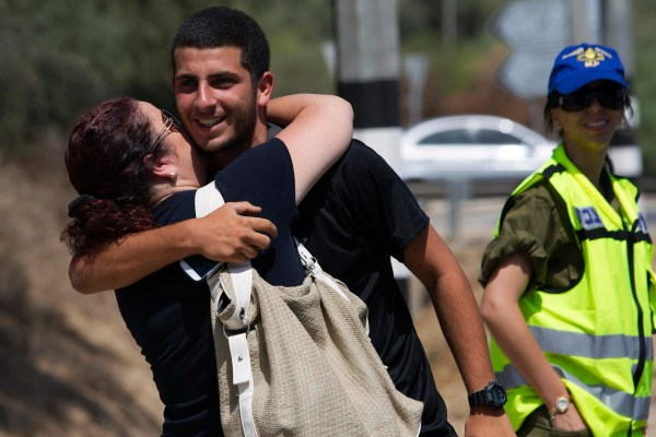 Image: An Israeli soldier reunites with his mother during a 12-hour cease-fire, near Sderot