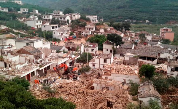 Image: An earthquake destroyed houses