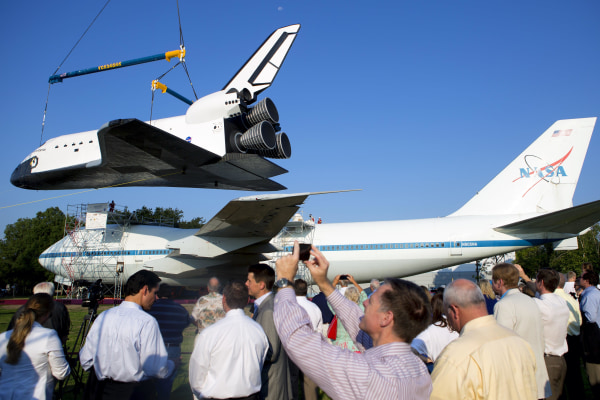 Image: Mock space shuttle Independence