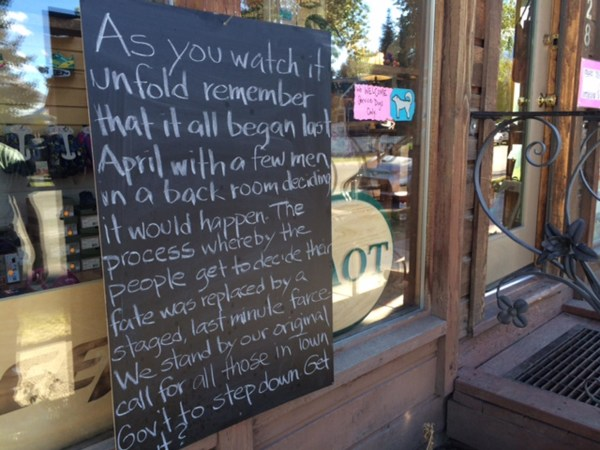 Image: A sign posted outside Ethan Hicks shop in Crested Butte, Colo.