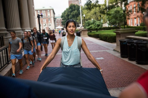 Image: Columbia Student Carries Mattress Around Campus Until Her Alleged Rapist Is Expelled