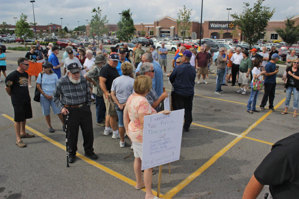 Image: People gather in a parking lot to support the Beavercreek Police Department in Beavercreek, Ohio