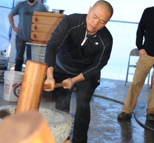 Pounding rice at Koda Farms Mochitsuki.