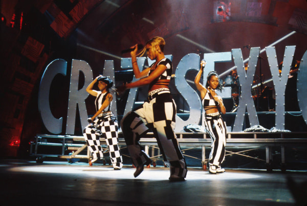Image: TLC performing at the 1995 MTV Music Video Awards